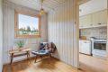 Her kan du med enkle grep fjerne veggen mellom kjøkkenet og spisestue for å lage en mer åpen løsning.