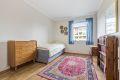 Hovedsoverommet er i god størrelse med plass til dobbeltseng og nattbord