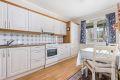 Noe eldre kjøkken med nyere fronter