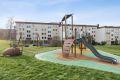 Barnevennlig område med lekeplass like utenfor døren!