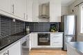 Pent kjøkken fra IKEA med takhøy innredning og god skapplass. Alle hvitevarer medfølger.