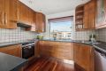 Pent og innholdsrikt kjøkken med god skap- og benkeplass.
