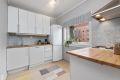 Velholdt, enkelt kjøkken med opplegg for oppvaskmaskin.