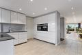 Lekkert og innholdsrikt kjøkken med innredning fra Kvik og integrerte hvitevarer fra Siemens.