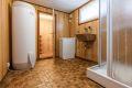 Underetasje: Vaskerommet i kjelleren er romslig og har varmekabler i gulv. Rommet har dusjkabinett, utslagsvask, opplegg for vaskemaskin og en varmtvannsbereder på 287 liter fra 2018.
