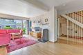1. etasje: Stor og romslig stue med god plass til flere møbleringsalternativer.