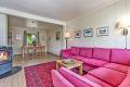 1. etasje: Stuen har god plass til både sofagruppe og spisebord. Peisovn som gir godt med varme.