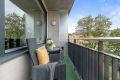 Balkong på ca. 4 kvm med sol fra ca kl 14-22 på sommerstid iflg selger