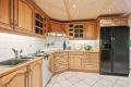 Kjøleskap med frys følger ved salg. Fliser på gulv med varmekabler