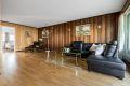 Stue med god plass til stor sofagruppe