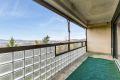 12 kvm solrik balkong. Her kan du lage din egen oase av innredning og blomster.