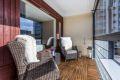 12 kvm innglasset balkong med hellelagt gulv. Glassbyggerstein, skyveglass og markiser.