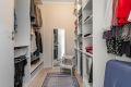 Rett utenfor hovedsoverommet har man et stort walk-in-closet som gir mye oppbevaringsplass!