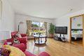 Romslig stue med god plass til stuemøblement