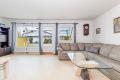 Leiligheten har en stor stue som er formet som en vinkel, noe som gjør det lett å møblere i soner. Fin plass til sofagruppe med TV-møbler, samt en lesekrok