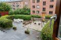 Utsikten fra leiligheten mot borettslagets fine fellesareal