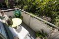 Tilbaketrukket beliggende med svært gode solforhold (balkongen er sydvestvendt)