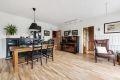 Stue med god plass til innredning for spisebord og sofagruppe