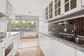 Åpent kjøkken med mulighet for romslig spiseplass ved vinduet ut mot balkongen.