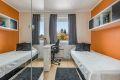 Soverom 2. med garderobeløsning og god plass til skrivebord