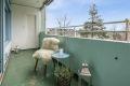 Her kan man skape sin egen oase! Balkongen har god plass til utemøbler, og blir en fin forlengelse av stuen på varme dager!
