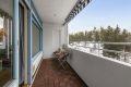 Fra stuen er det utgang til en stor vestvendt balkong med gode solforhold.