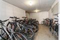 Praktisk sykkelparkering i bod på inngangsplan