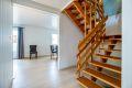 Hall med trapp opp til boligens andre etasje