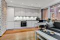 Kjøkken med godt med skapplass og integrerte hvitevarer