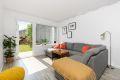 Flott stue med utgang ut til privat terrasse og hagedel