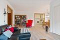 Det er nyere laminatgulv i stue og kjøkken med varme i gulvet