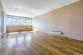 Stuen har gode møbleringsmuligheter til sofagruppe og spisestue