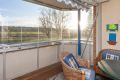 Innglasset balkong med usjenert utsikt