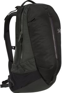 Front facing view of the Arc'Teryx Arro 22