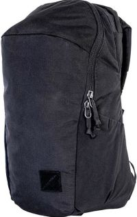 Front facing view of the Evergoods Civic Half Zip 22L