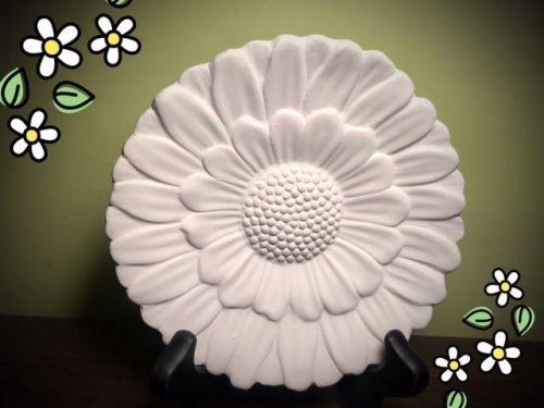 """5"""" Daisy Dish At-Home Glaze/to be kiln fired Kit"""