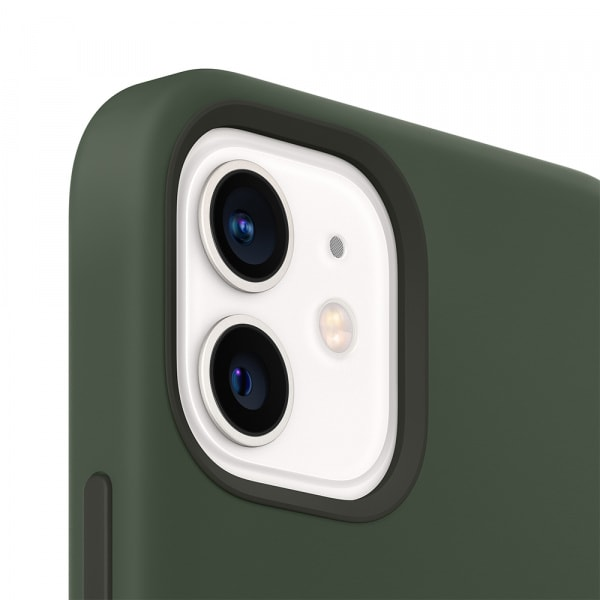 Apple iPhone 12   12 Pro Silicone Case with MagSafe - Cypress Green (EOL) 3