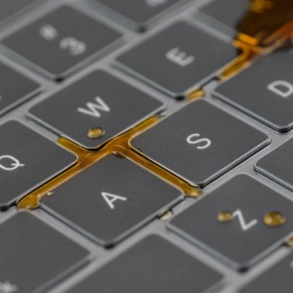 Moshi MacBook Pro 13/16 Clear Guard Keyboard Protector 3