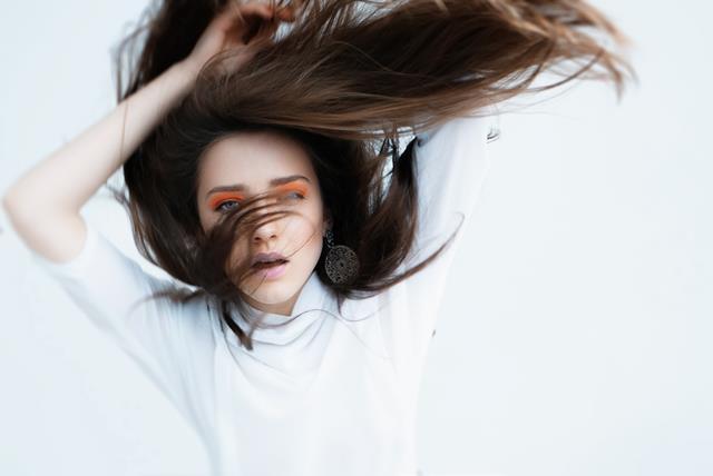varför blir håret elektriskt