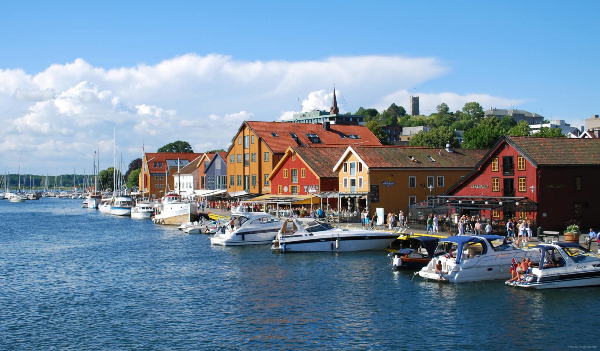 Bestill time hos en anbefalt frisør i Tønsberg på Fixit.no. Sjekk priser og les kundeomtaler før du bestemmer deg. Rask og enkel timebestilling!