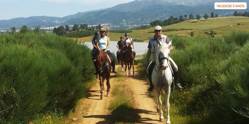 Passeio Romântico a Cavalo a Dois - 1 Hora | Escola Equestre Picadeiro Tavares Ramos - Fundão