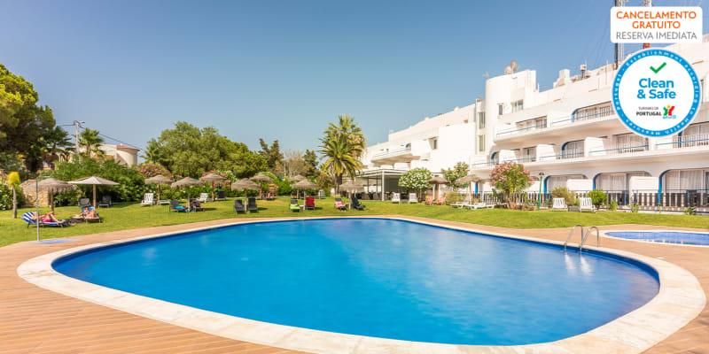 Programa de Verão: Férias a Dois ou em Família com Regime Meia-Pensão no Carvoeiro Hotel 4*