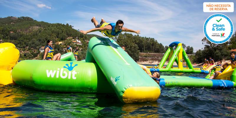 Water Park Gerês - Parque de Insufláveis Aquático   Entrada de 1 Dia com Opção de Stand Up Paddle
