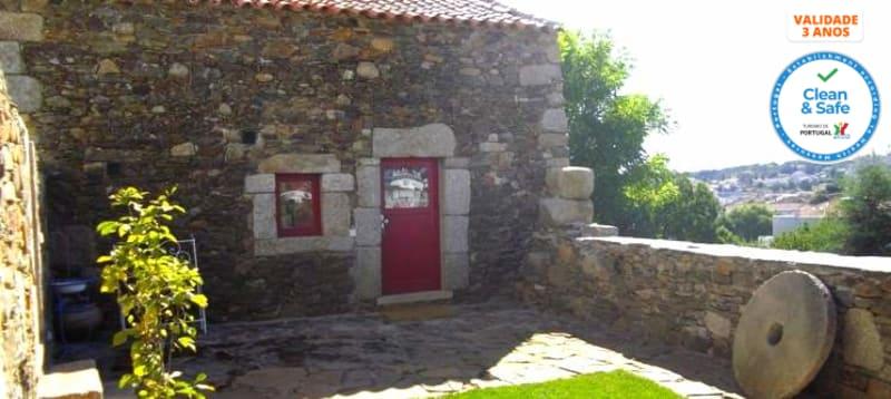 Palheiros do Castelo - Sabugal | 1 ou 2 Noites c/ Vista Castelo