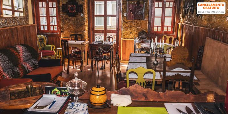 Experiência de Tapas Portuguesas a Dois | Taverna Tapas com Alma | Almada