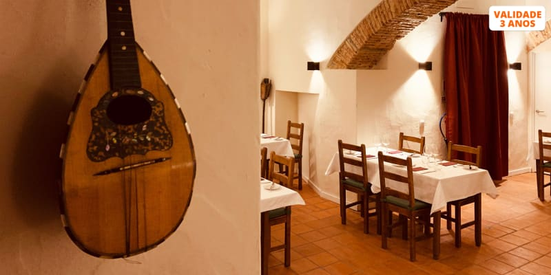 Jantar Tradicional a Dois c/ Espectáculo de Fado no Restaurante Senhora do Livramento | Lisboa