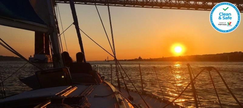 Passeio de Veleiro no Rio Tejo - Sunrise, Daily ou Sunset + Welcome Drink - 2 Horas | 4 a 8 Pessoas | BYX