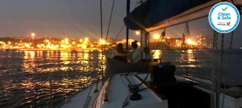 Passeio de Veleiro no Rio Tejo By Night + Welcome Drink - 2 Horas | 4 a 8 Pessoas | BYX