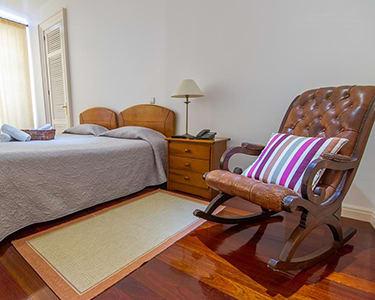 Comercial Azores Guest House - Ponta Delgada | Estadia com Visita à Estufa de Ananases