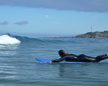 Aula com a UpRise Surf School   1 ou 2 Pessoas   As Melhores Ondas estão em Peniche!